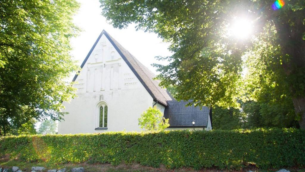 harnevi-kyrka-1024x698